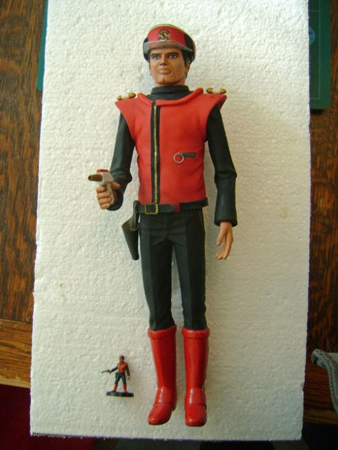 Sevens Capt Scarlet with his 28mm self!